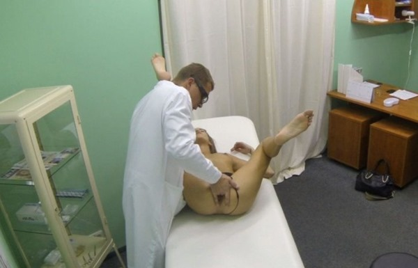 fake-hospital-sexy-babes-squirts-during-examination